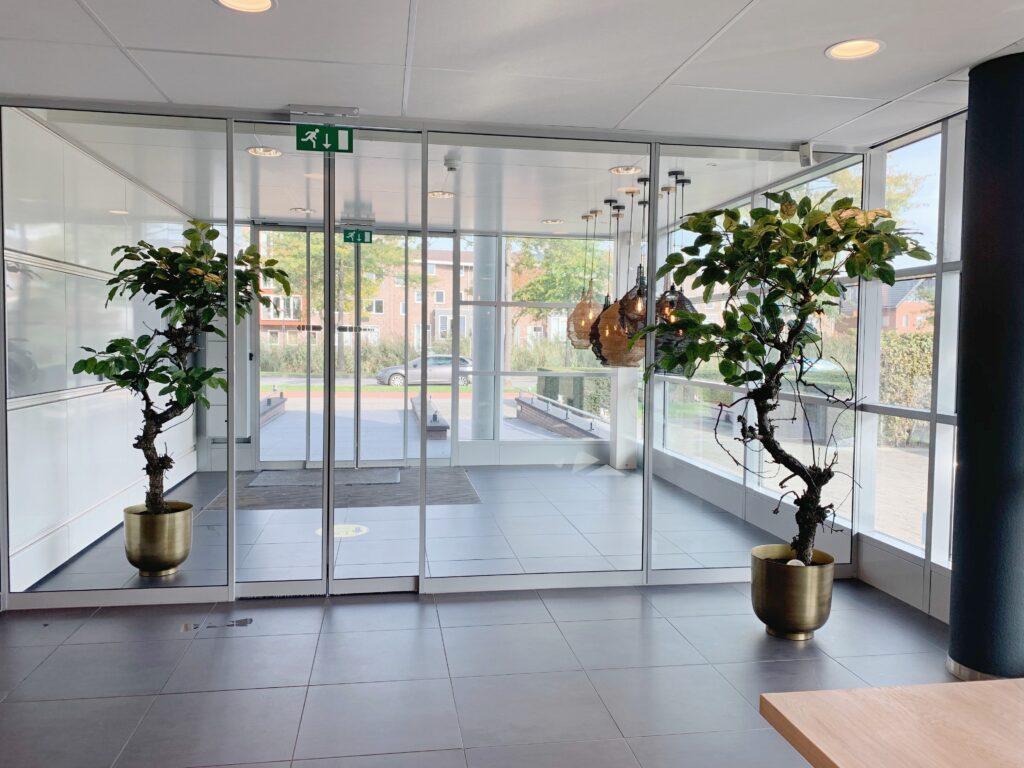 grote groene kunstbomen kunst bomen voor binnen interieurbeplanting kunstbomen op maat interieurbeplanting groen styling